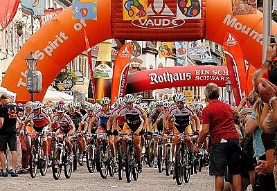 Belgier Aernouts holt sich Transalp-Tagessieg