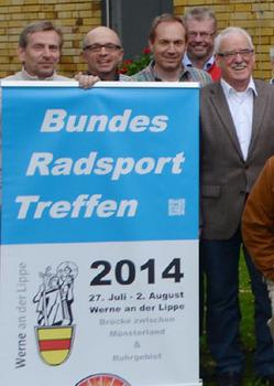 Peter Koch (rechts), BDR-Vizepräsident Breiten- und Freizeitsport, am Rande der Bundeskonferenz Breitensport 2013 in Frankfurt. Ein Schwerpunkt der Fachtagung war das Bundes-Radsport-Treffen 2014 in Werne. Foto: BDR