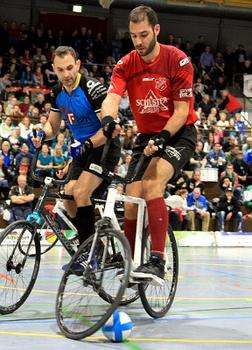 Matthias König (re.), der im letzten Winter seine aktive Karriere beendete, wird neuer Radball-Bundestrainer. Foto: Mareike Engelbrecht