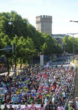 Das Jedermannrennen bei Rund um Köln ist sehr beliebt und lockt Tausende in die Dom-Stadt. Foto: Veranstalter/Sportograf