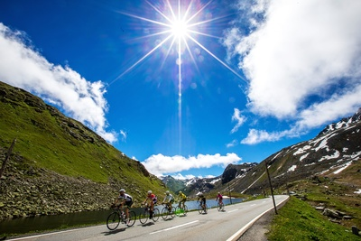 Der Engadin Radmarathon führt durch eine hochalpine Kulisse und mehrfach auf weit über 2000 Meter über dem Meer. Foto: Henning Angerer