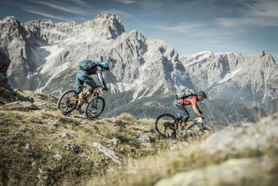 Mountainbiker in den Dolomiten. Foto: Drei Zinnen Marketing/Manuel Kottersteger