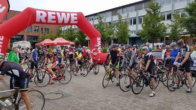 Die Breitenradsportler sind in Hannover eingetroffen und freuen sich auf eine tolle Tourenwoche. Foto: Bernd Schmidt