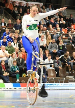 Die mehrfache Kunstrad-Weltmeisterin Corinna Biethan steht zur Wahl für die UCI Athletenkommission. Foto: Archiv/Mareike Engelbrecht