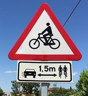 Autofahrer sollten mindestens 1,5 Meter Abstand beim Überholen von Radfahrern einhalten. Foto: BDR