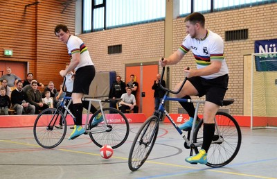 Gerhard (li.) und Bernd Mlady sind die amtierenden Weltmeister im Radball und somit auch Favoriten für die EM. Foto: BDR