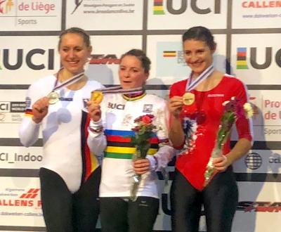 Iris Schwarzhaupt (Mitte) wurde Weltmeisterin vor Milena Slupina (li.) und Adriana Mathis. Unten: Max Hanselmann (li.) und Serafin Schelfold verteidigten ihren WM-Titel. Fotos: privat
