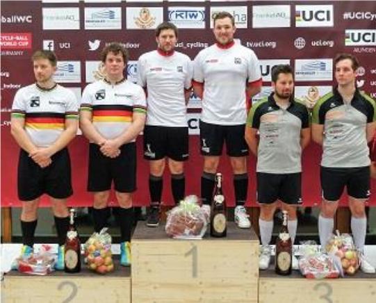 Der RMC Stein mit Bernd und Gerhard Mlady (li.) belegte in Ailingen Platz zwei hinter RC Höchst 1 (Mitte) und vor RMV Pfungen. Foto: RC Höchst
