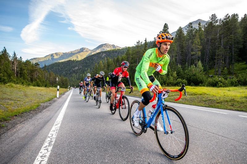 Teilnehmer des Engadin Radmarathon im Anstieg Richtung Ofenpass. Foto: Henning Angerer