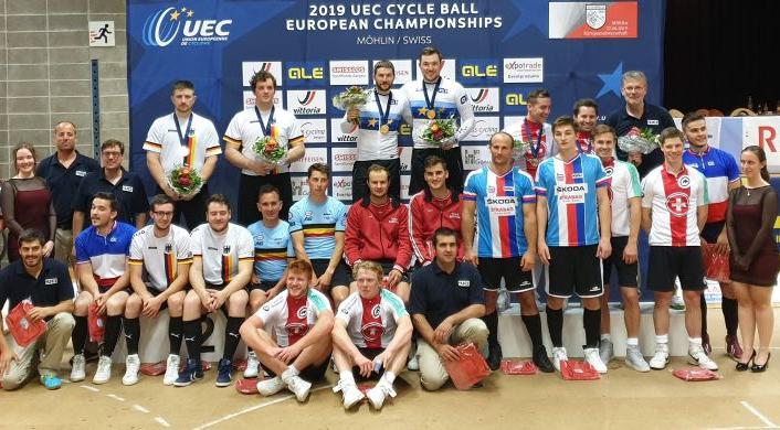 Die teilnehmenden Teams bei der Radball-EM. Foto: RC Höchst
