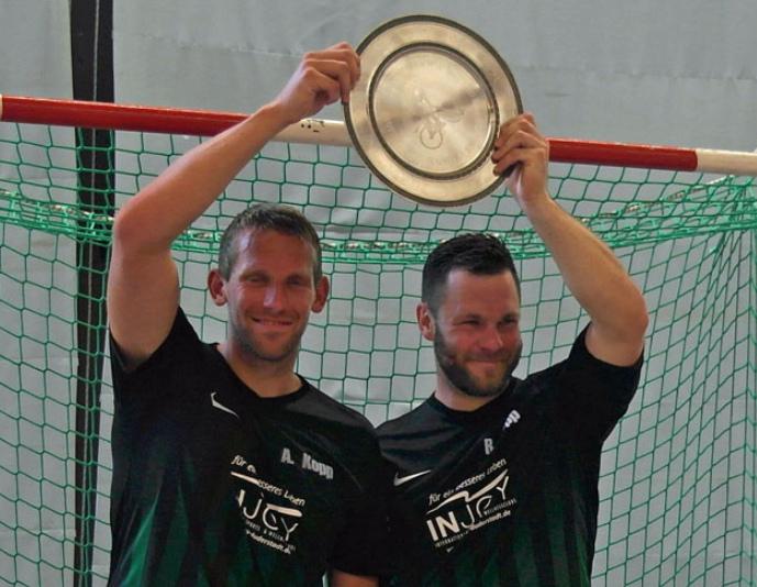 Der RV Obernfeld mit André (li.) und Raphael Kopp gewann überlegen die 1. Radball-Bundesliga. Foto: isk