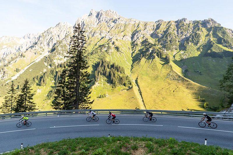 Traumhafte Kulisse: Der Arlberg Giro führt über den gleichnamigen Pass und die Silvretta-Hochalpenstraße. Foto: Dominik Kiss