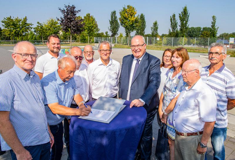 Der Vertrag zum Lippeparkfest und Radfest NRW 2020 wurde nun unterzeichnet. Foto: Thorsten Hübner/Stadt Hamm