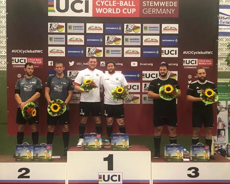 Der RC Höchst 1 (Mitte) gewann den Radball-Weltcup in Stemwede vor RV Obernfeld (li.) und RSV Waldrems. Foto: RC Höchst