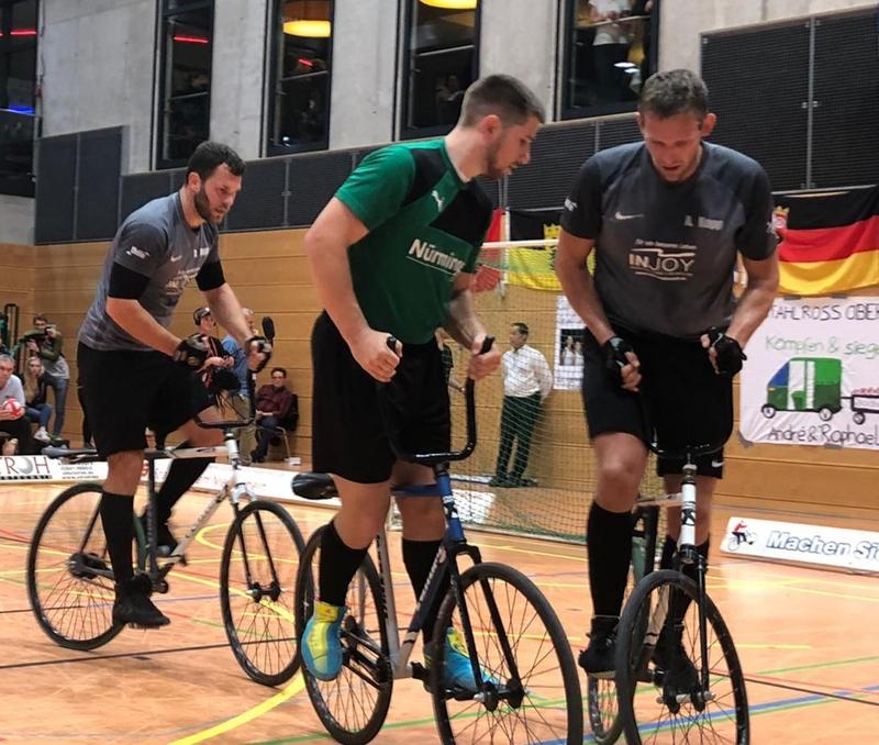 Raphael (li.) und André Kopp (re.) setzten sich im Finale gegen RMC Stein 1 (hier: Bernd Mlady) durch. Foto: privat