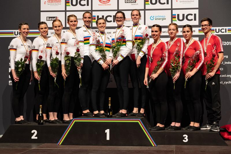 Im 4er Kunstfahren gewann das deutsche Quartett die Silbermedaille. Gastgeber Schweiz gewann Gold. Foto: Richard Reich