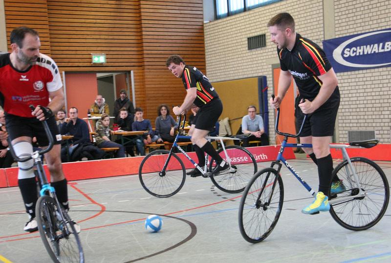 Bernd und Gerhard Mlady: «Radball verlernt man nicht so schnell»