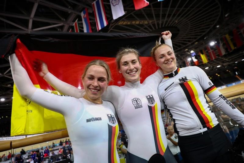 Erfolgreiches Trio (v. li.): Emma Hinze, Pauline Grabosch und Lea Sophie Friedrich holten bei der Bahn-WM in Berlin Gold im Teamsprint. Foto: BDR