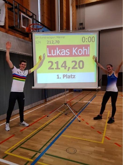 Lukas Kohl (li.) und Jana Pfann freuen sich über ihre Weltrekorde. Foto: instagram.com/cycle_lukinator